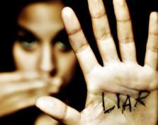 Małe kłamstewka, prawdy i półprawdy, czyli jakie są granice szczerości w związku?
